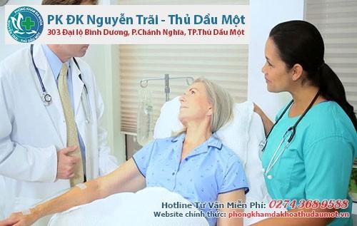 Người bệnh cần thăm khám sớm để được bác sĩ tư vấn cách điều trị bệnh trĩ phù hợp